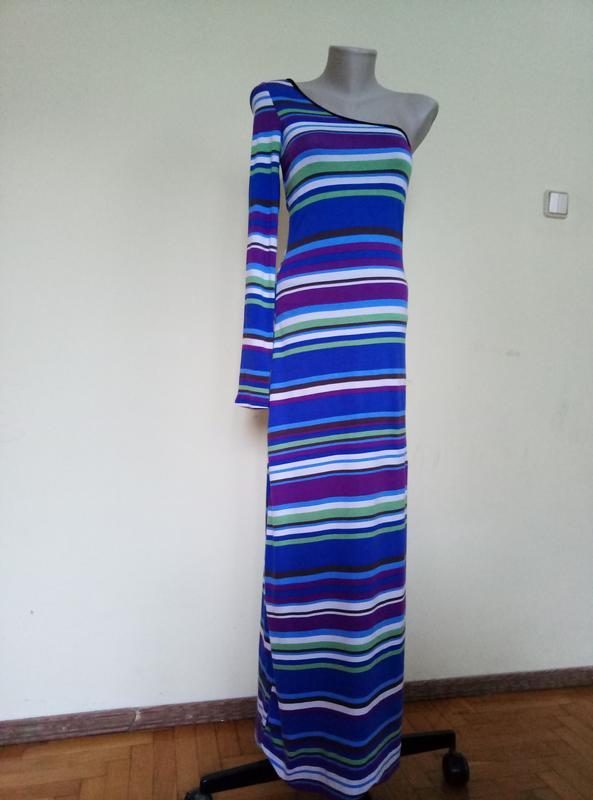 Красивое длинное платье с одним рукавом трикотажное
