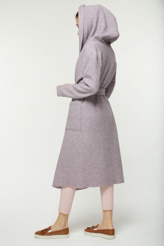 Шерстяное лиловое пальто кардиган на запах дизайнерское с капю... - Фото 2