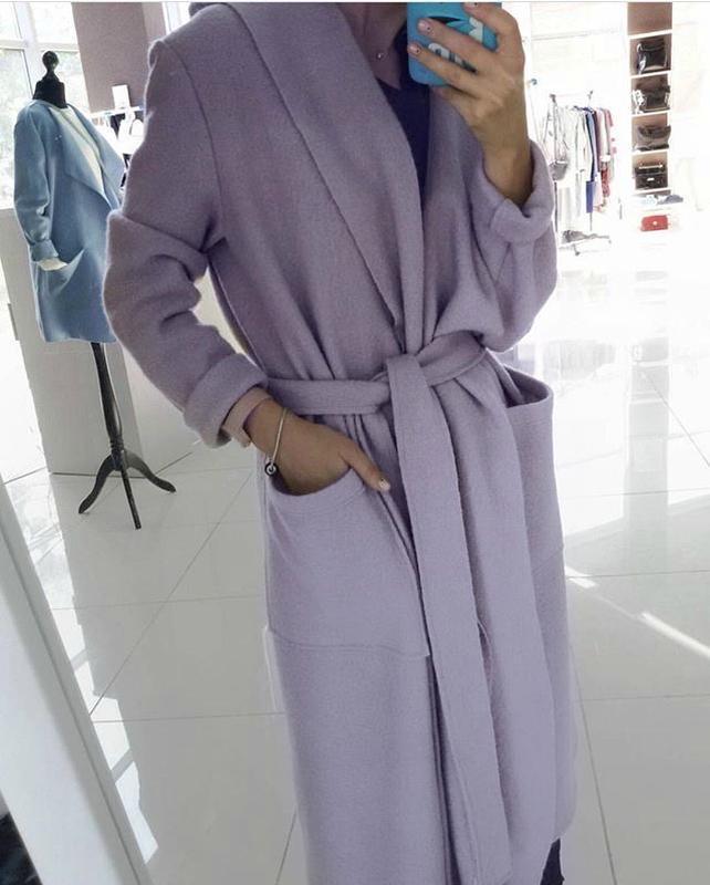 Шерстяное лиловое пальто кардиган на запах дизайнерское с капю... - Фото 5