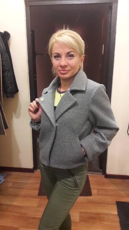 Короткое кашемировое пальто с мехом песца - Фото 5