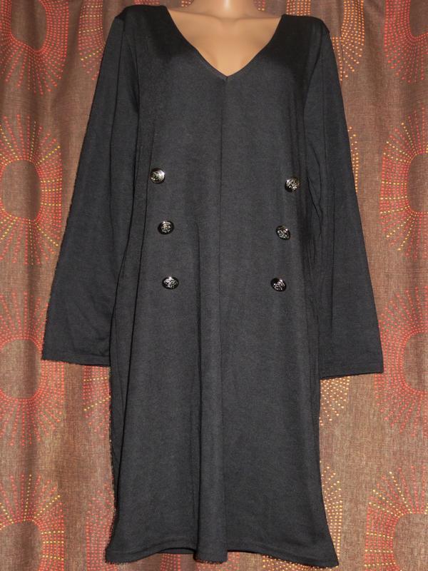Черное платье с длинным рукавом на шикарные формы