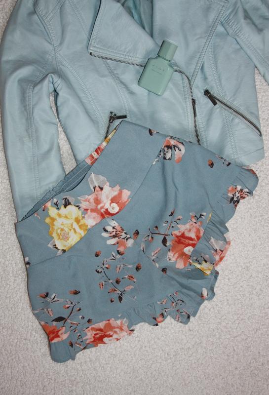 Красивые легкие шорты с рюшами