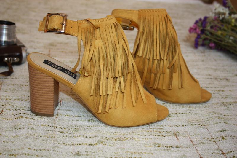 Стильные босоножки с бахрамой. туфли на каблуке top or горчичн...