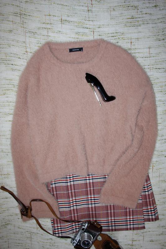 Стильный пушистый свитер с расклешенными рукавчиками