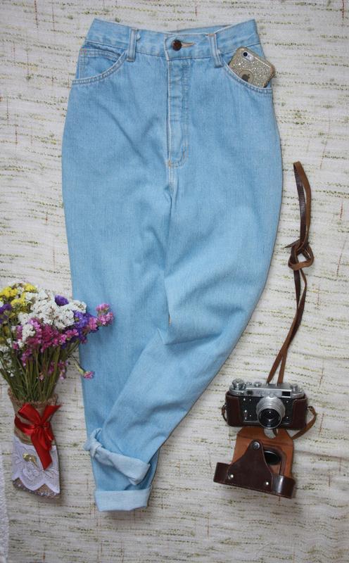 Крутые момы. джинсы с высокой посадкой. джинсы мом - Фото 4
