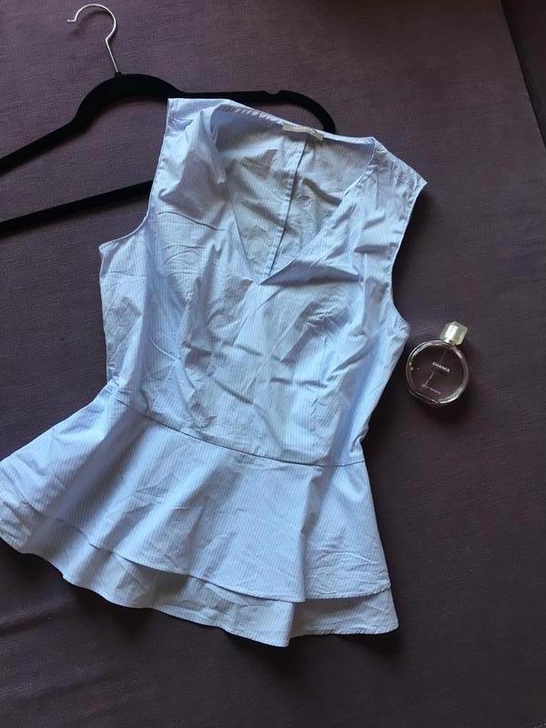 Красивая блузка в мелкую полоску  с баской  orsay
