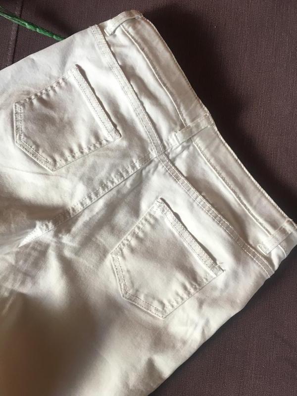 Актуальные белые штаны , скинни с рваностями denim&co - Фото 3