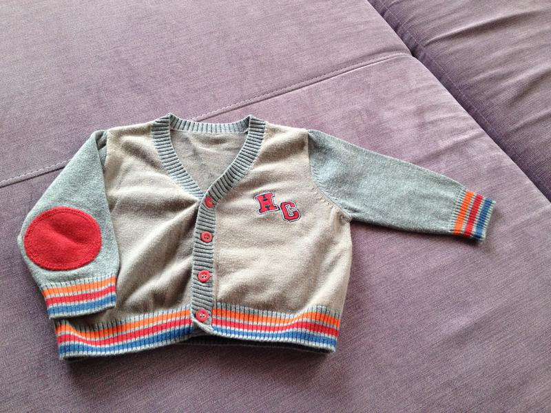 Фирменный свитерок на пуговках в отличном состоянии до 12/16 м...