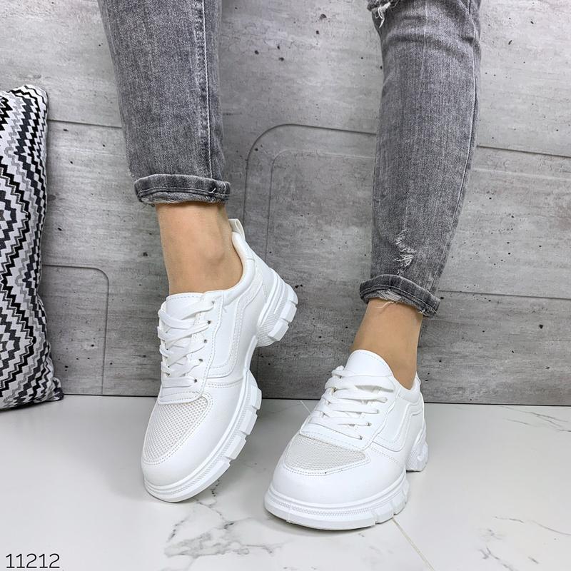 Лёгкие кроссовки в черном и белом цветах - Фото 3