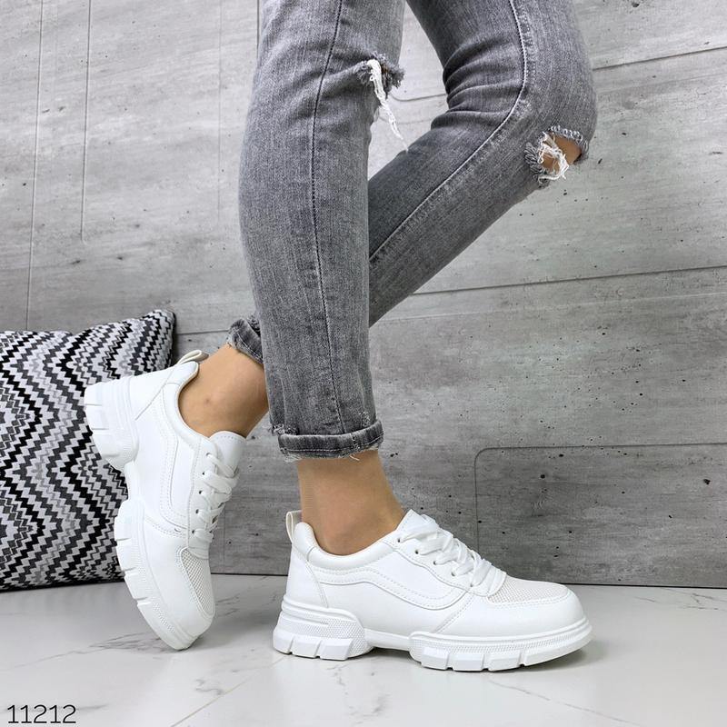 Лёгкие кроссовки в черном и белом цветах - Фото 5