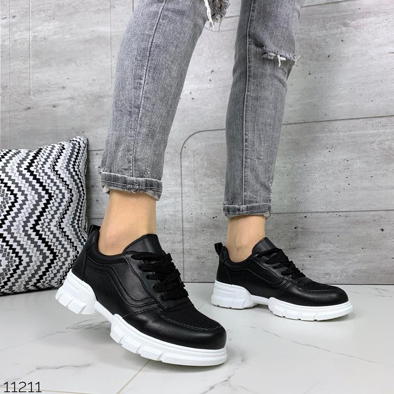 Лёгкие кроссовки в черном и белом цветах - Фото 6
