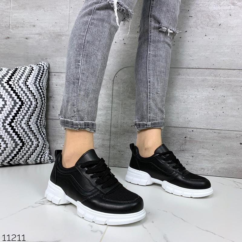 Лёгкие кроссовки в черном и белом цветах - Фото 7