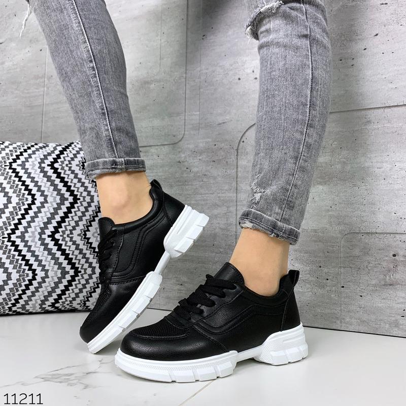 Лёгкие кроссовки в черном и белом цветах - Фото 8