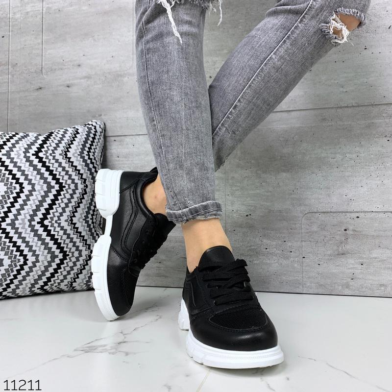 Лёгкие кроссовки в черном и белом цветах - Фото 9