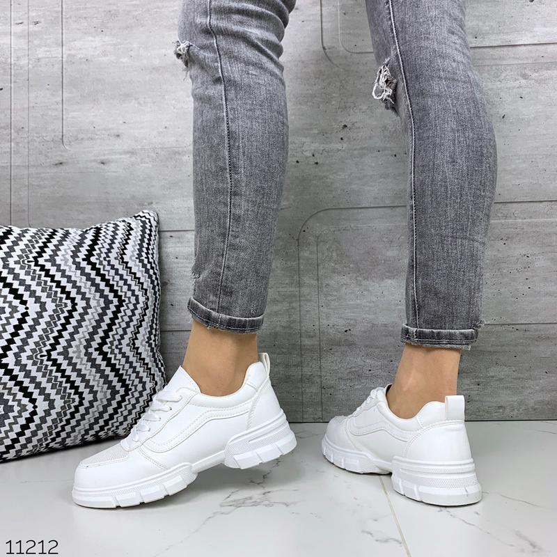Лёгкие кроссовки в черном и белом цветах - Фото 10