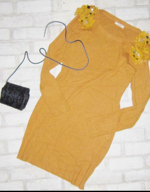 Обалденное платье в рубчик ,с воланами на плечах - Фото 3