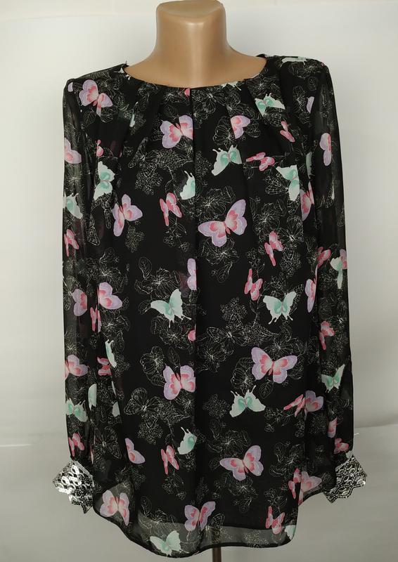 Блуза красивая в принт бабочки на подкладке с паетками на рука...