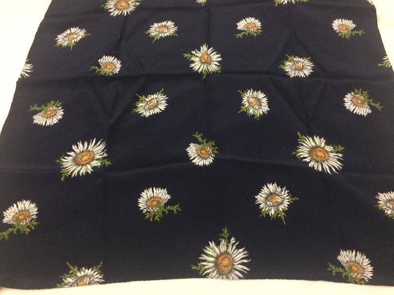 Christian fischbaher платок ромашки 100% шёлк