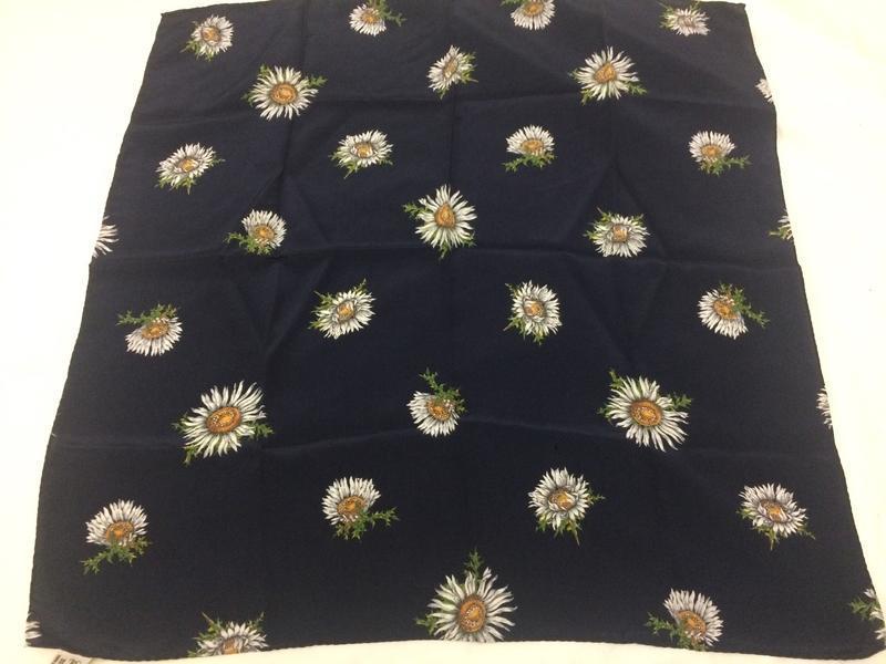 Christian fischbaher платок ромашки 100% шёлк - Фото 2