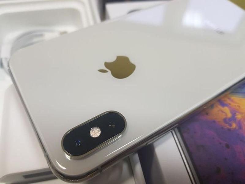 Apple iPhone Xs 64Gb. Silver ( neverlock ) Распродажа товарав. - Фото 5
