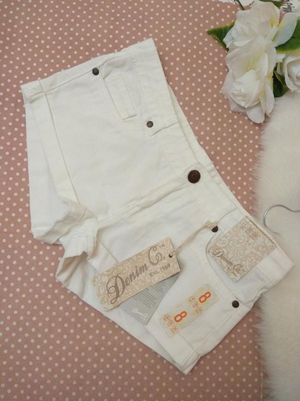 Білі короткі шорти джинсові від фірми denimco