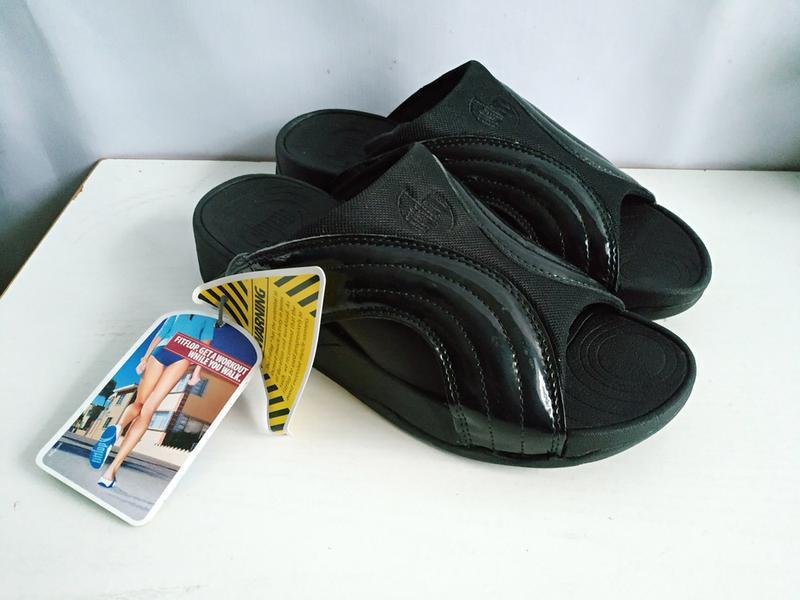 Качественные шлепки   унисекс  fitflop freeway sandals - black...