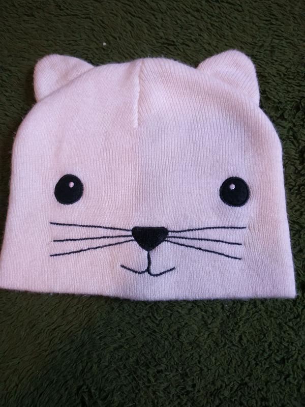 Красивая шапочка с мордочкой котика