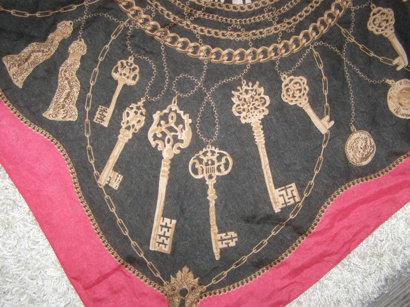 Платок с ключами в стиле hermes