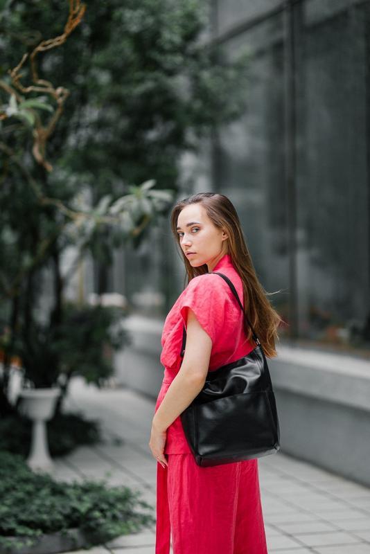 Стильный черный шоппер из кожи, вместительная кожаная сумка - Фото 2