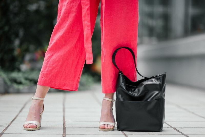 Стильный черный шоппер из кожи, вместительная кожаная сумка - Фото 3
