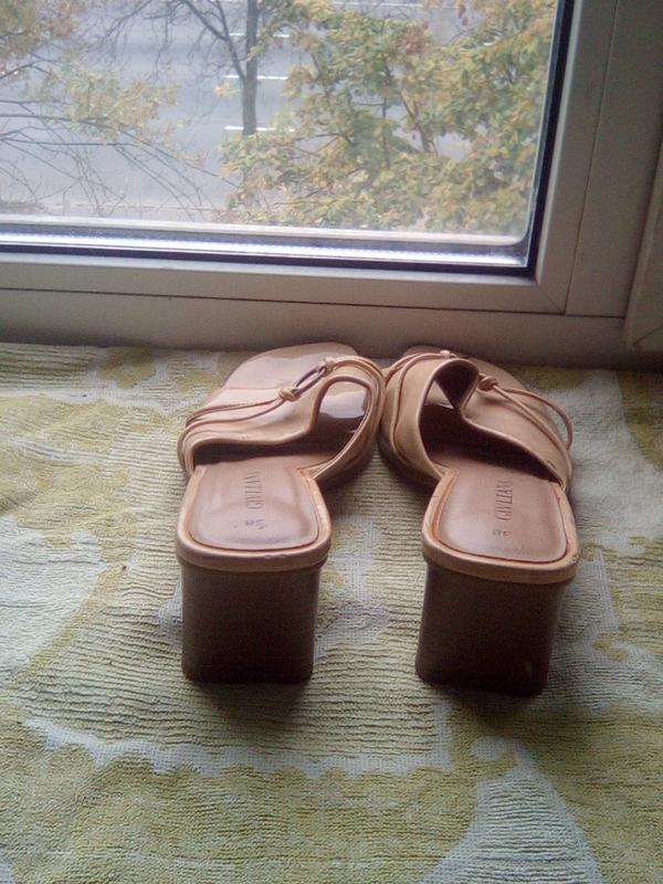Шлепки на каблуке - Фото 4