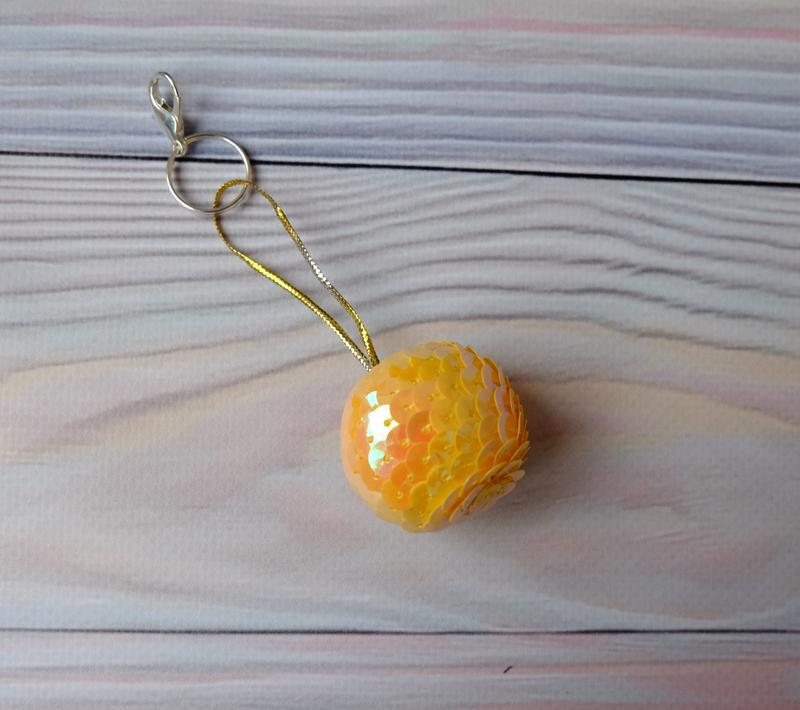 Брелок-подвеска, шарик из пайеток, желтый