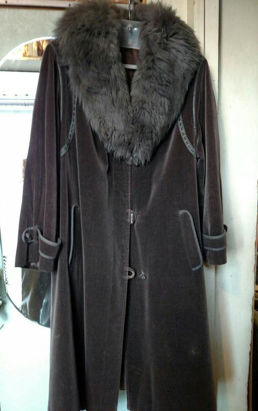 Пальто женское, зимнее. Воротник лама.