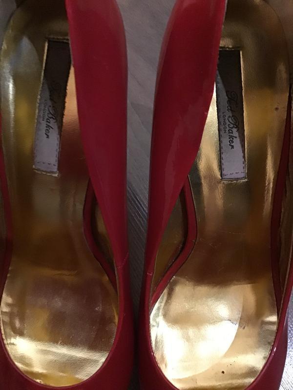 Красивые брендовые лаковые туфли - Фото 3