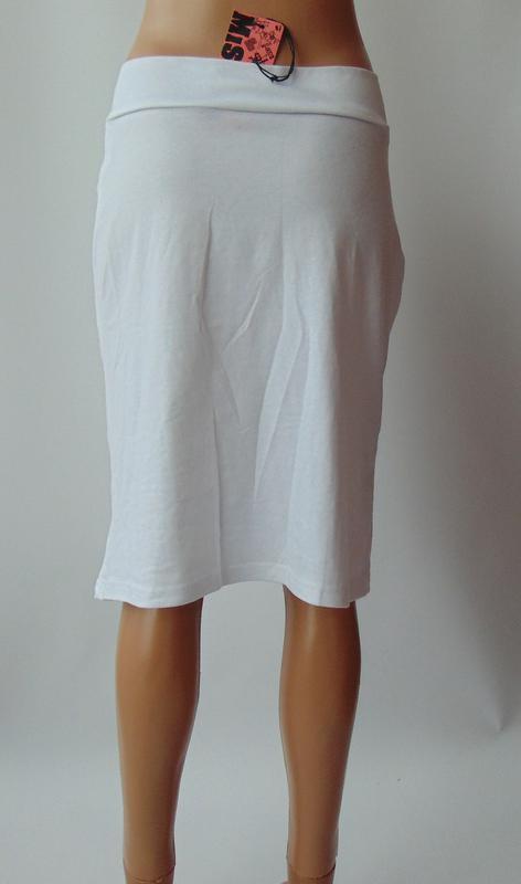 Белая трикотажная юбка miss jcl с сток - Фото 3