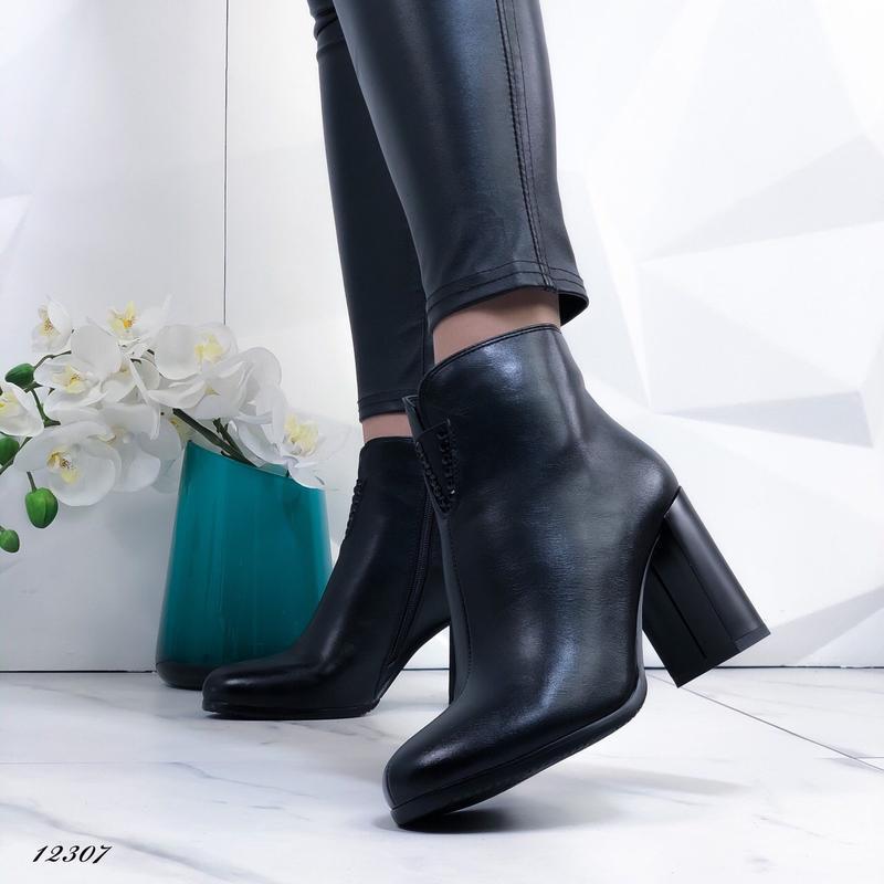 Ботильоны женские черные на каблуке - Фото 4