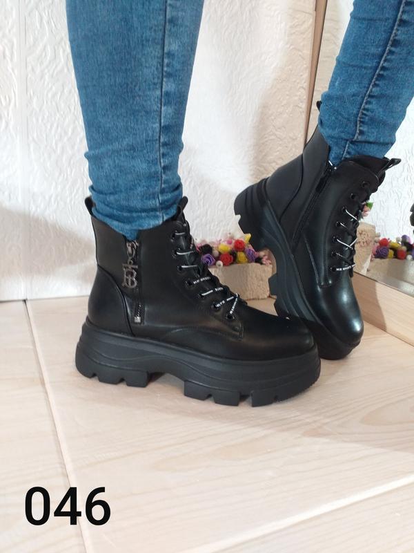 Модные чёрные ботинки