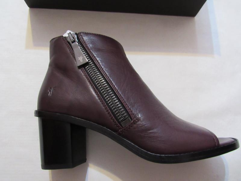 Женские ботинки с открытым носком frye brielle zip peep bootie... - Фото 4