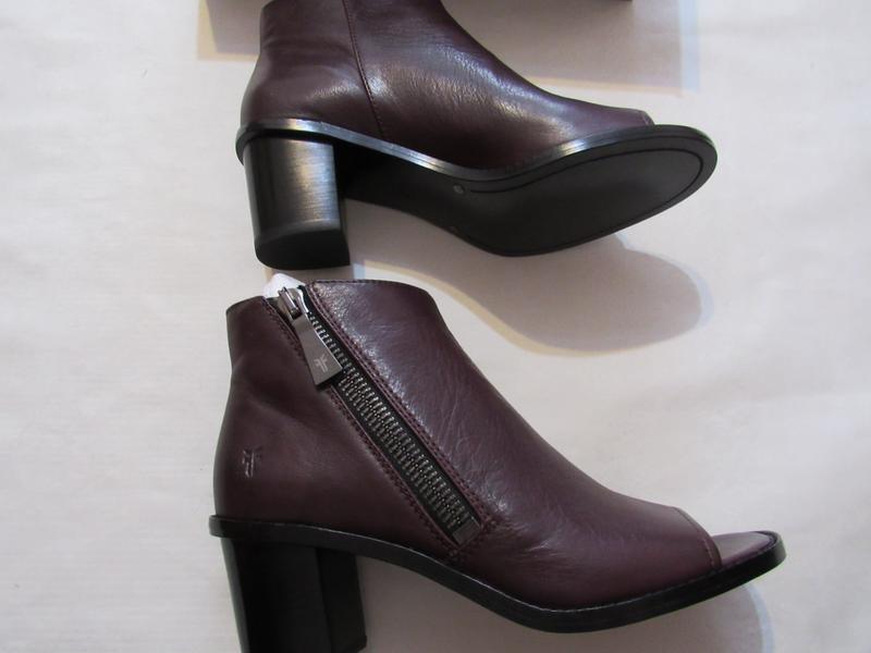 Женские ботинки с открытым носком frye brielle zip peep bootie... - Фото 5