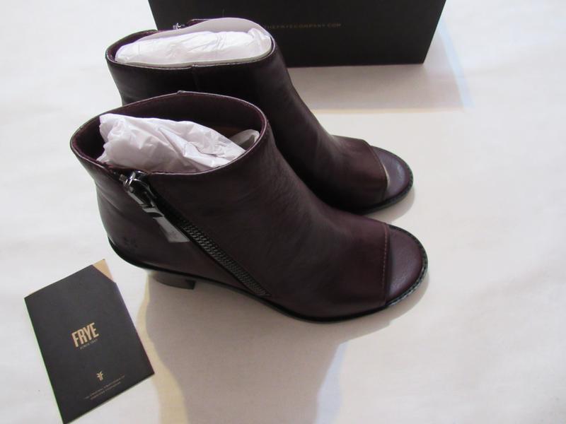 Женские ботинки с открытым носком frye brielle zip peep bootie... - Фото 6