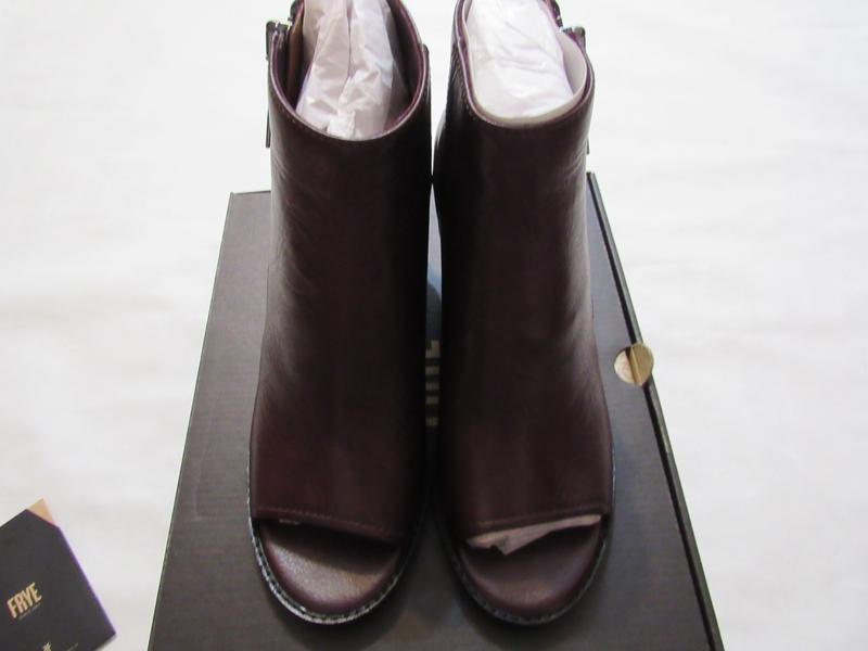 Женские ботинки с открытым носком frye brielle zip peep bootie... - Фото 9