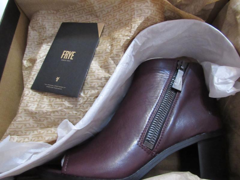 Женские ботинки с открытым носком frye brielle zip peep bootie... - Фото 10