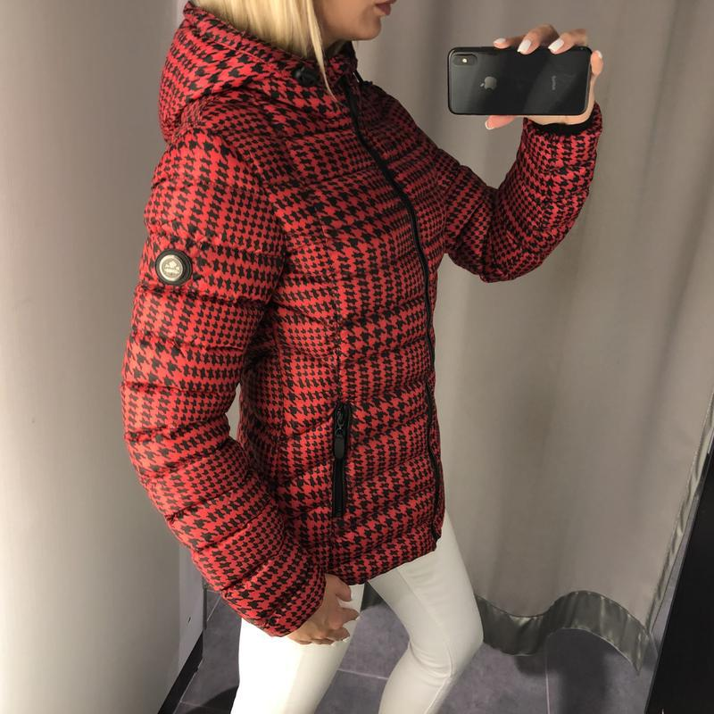 Красная демисезонная куртка куртка с карюшоном. amisu. размеры... - Фото 3