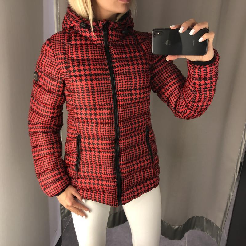 Красная демисезонная куртка куртка с карюшоном. amisu. размеры... - Фото 4