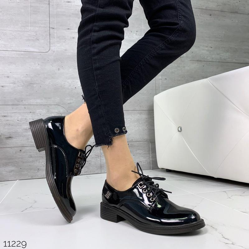 Лаковые туфли броги на низком каблуке,чёрные лакированные туфл... - Фото 3
