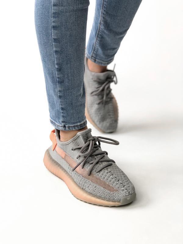 Женские кроссовки adidas yeezy true form - Фото 2