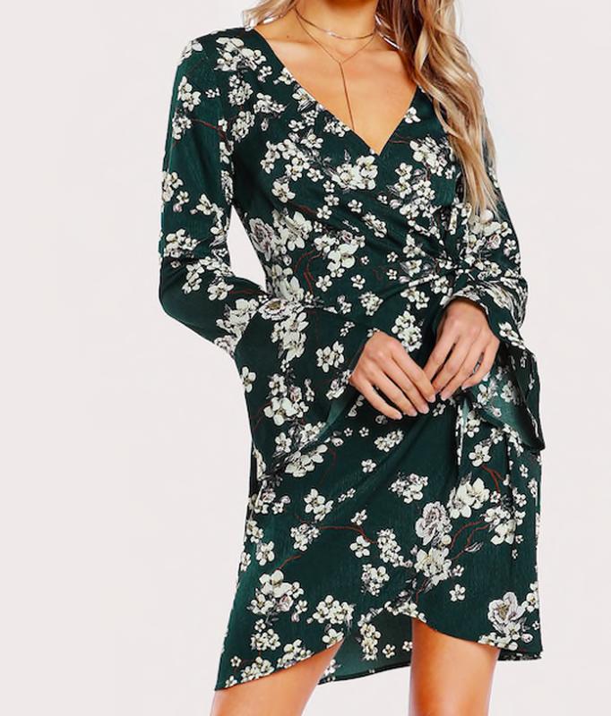 Shein платье в принт цветы на запах с вырезом