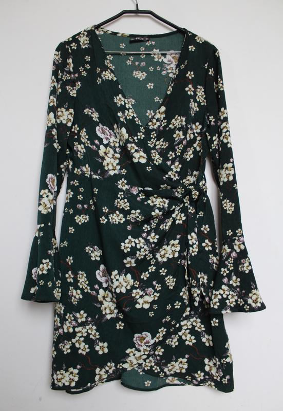Shein платье в принт цветы на запах с вырезом - Фото 2