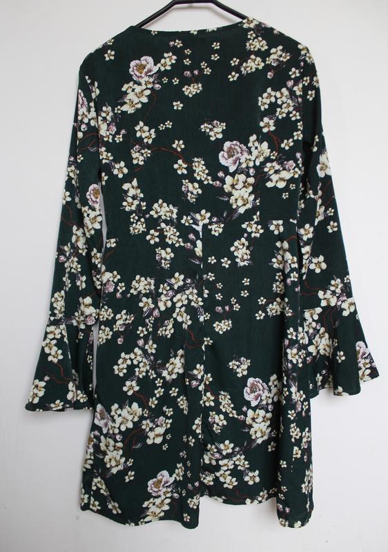 Shein платье в принт цветы на запах с вырезом - Фото 3