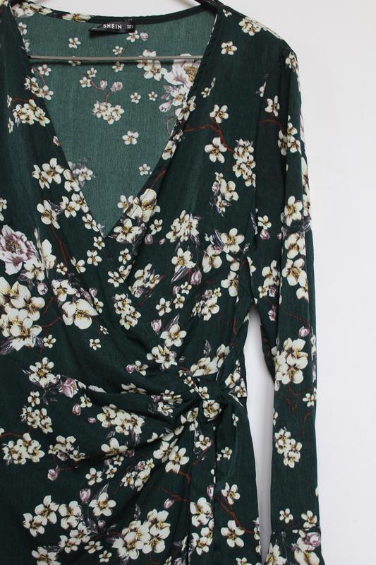 Shein платье в принт цветы на запах с вырезом - Фото 5